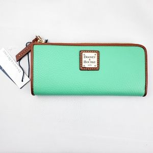 Dooney&Bourke Pebble Grain Zip Clutch Walet